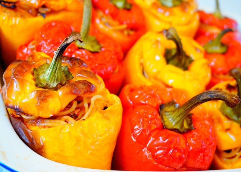 Сладкие перцы с начинкой из спагетти рецепт фото