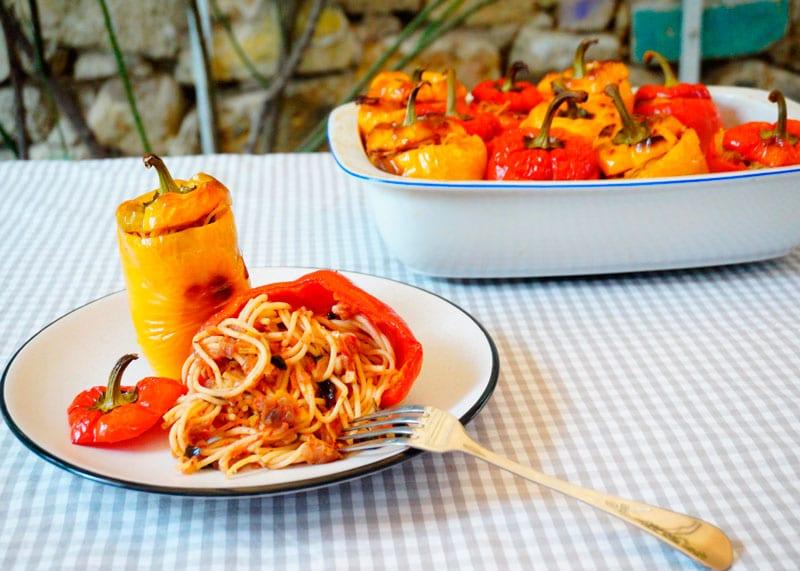 Сладкие перцы с начинкой из спагетти рецепт приготовления фото