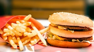 Картофель и бургер фото