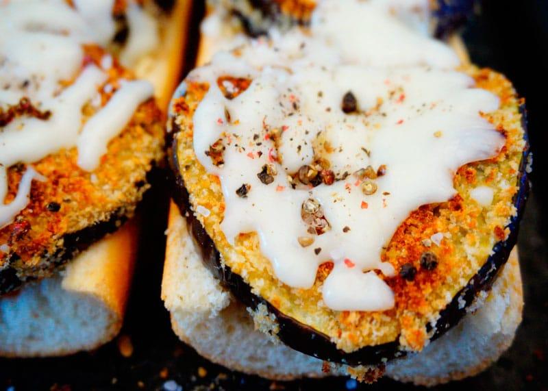 Открытый сэндвич с баклажаном приготовление фото