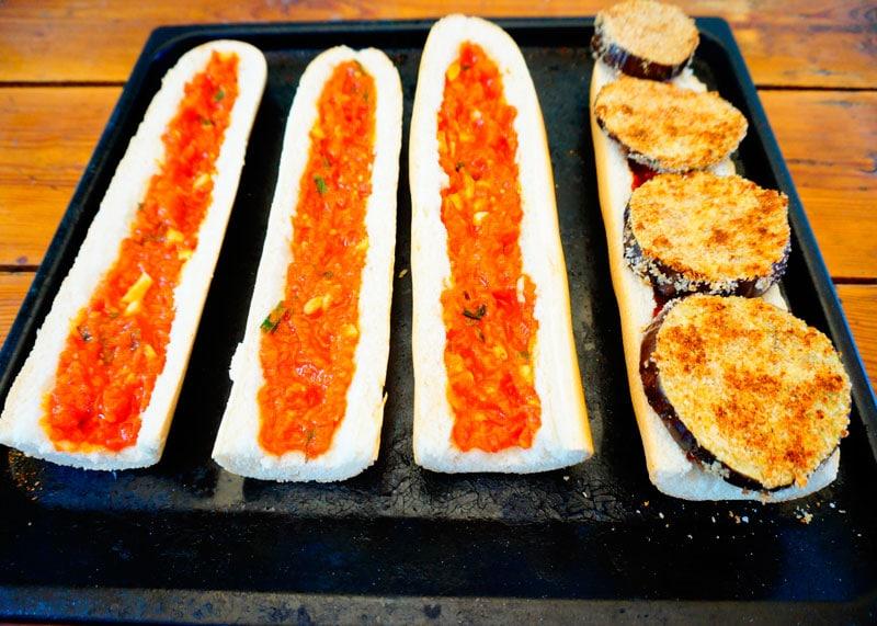 Открытый сэндвич с баклажаном фото