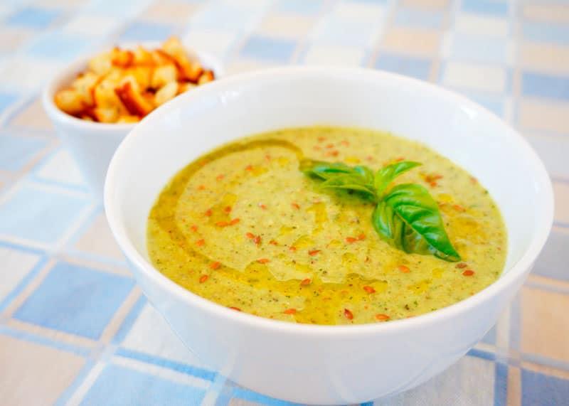Суп пюре из цуккини и базилика фото