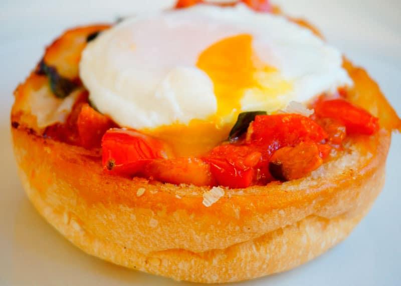 Яйцо пашот с бриошью рецепт фото