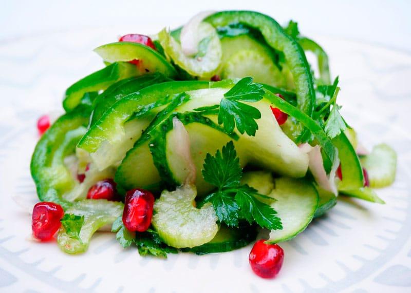 Салат с сельдереем и зернами граната рецепт фото
