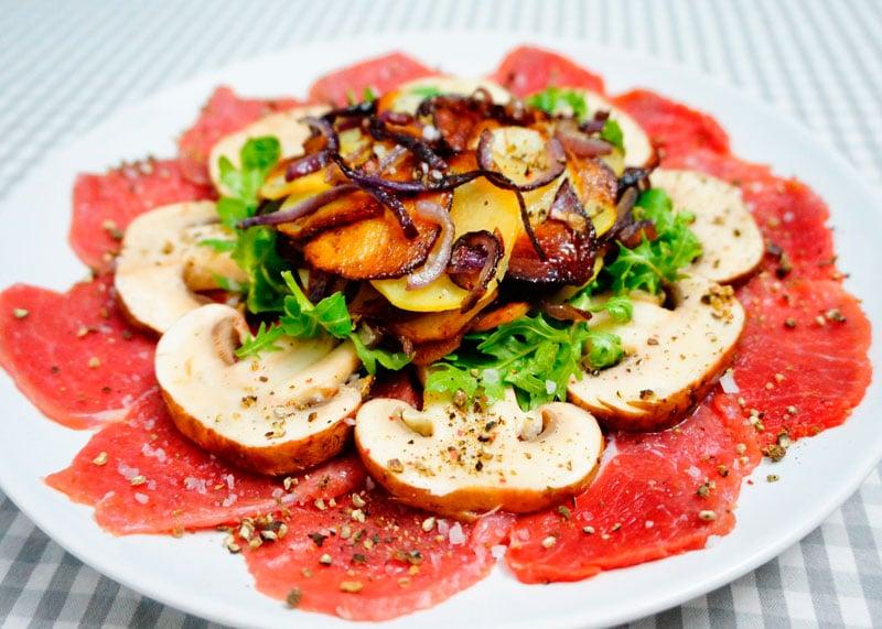 Карпаччо с жареным картофелем приготовление фото