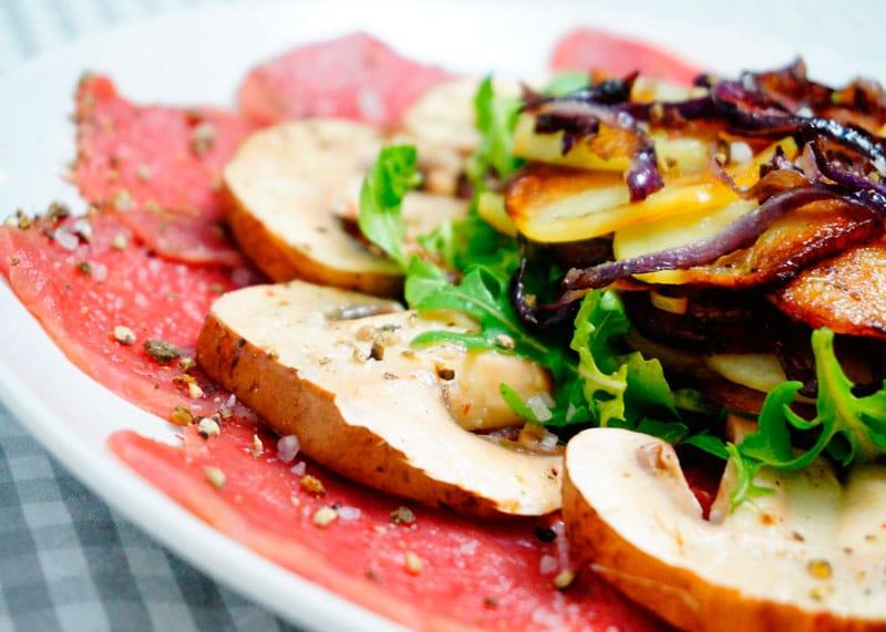 Карпаччо с жареным картофелем фото