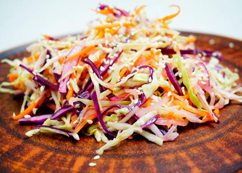 Салат из белой и красной капусты рецепт фото