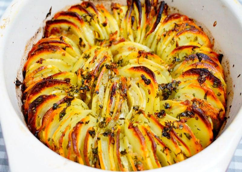 Картошка, запеченная с салом рецепт фото