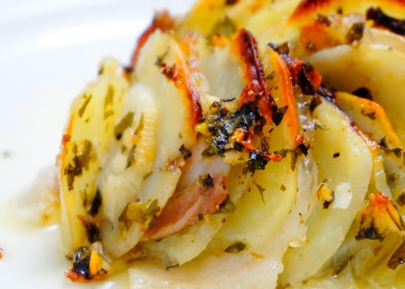 Картошка, запеченная с салом приготовление фото