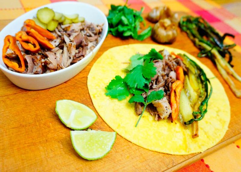 Рецепт Свиная лопатка с маринованными овощами фото