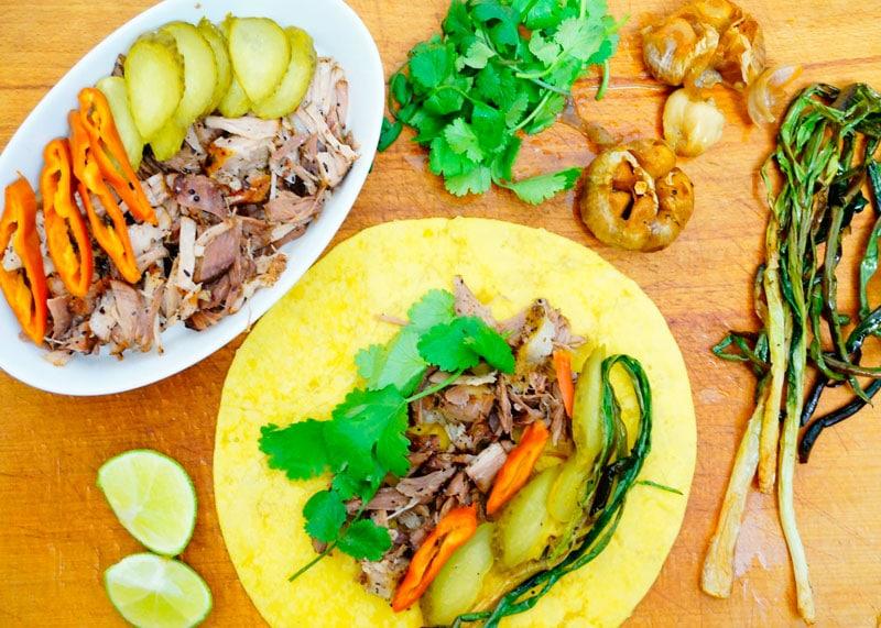 Свиная лопатка с маринованными овощами приготовление фото