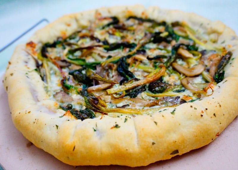 Пицца с колбасной корочкой фото