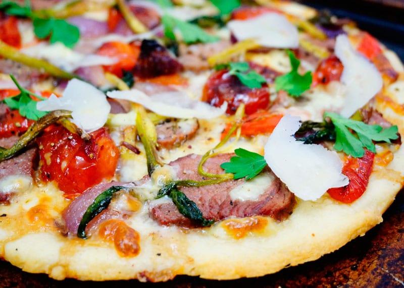 Пицца с жареной телятиной фото