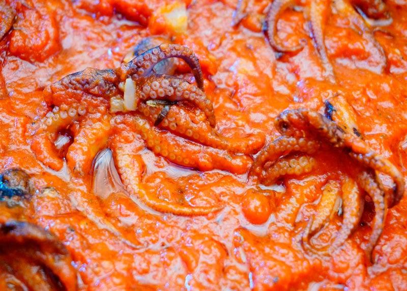 Осьминожки в томатном соусе приготовление фото