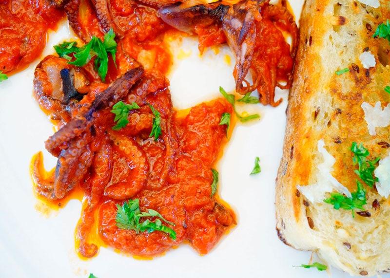 Осьминожки в томатном соусе фото