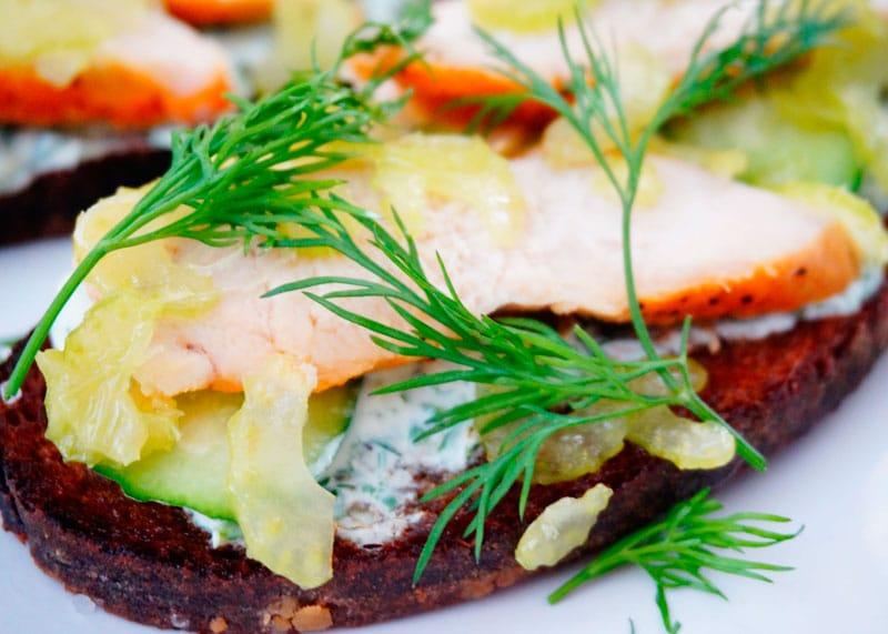 Тартине из ржаного хлеба фото