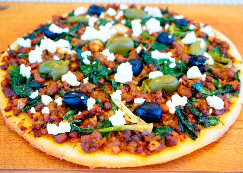 Греческая пицца с бараниной фото