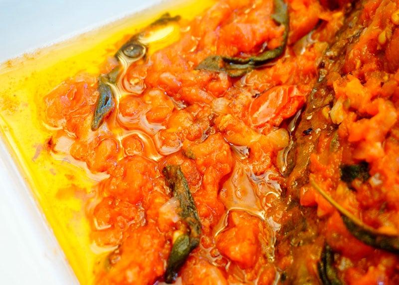 Карп под томатно-шалфейным соусом рецепт фото