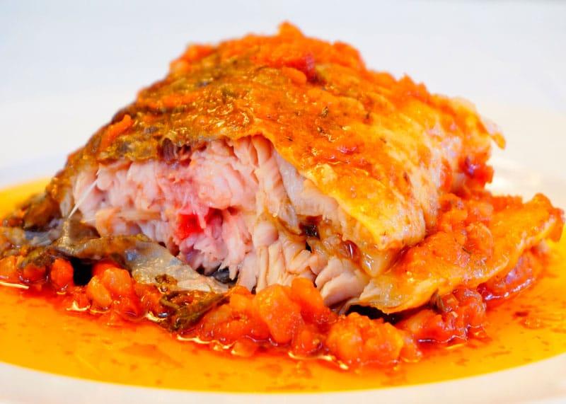 Карп под томатно-шалфейным соусом рецепт приготовления фото
