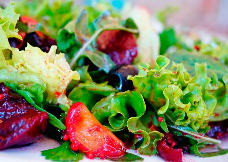 Салат из молодой свеклы рецепт фото
