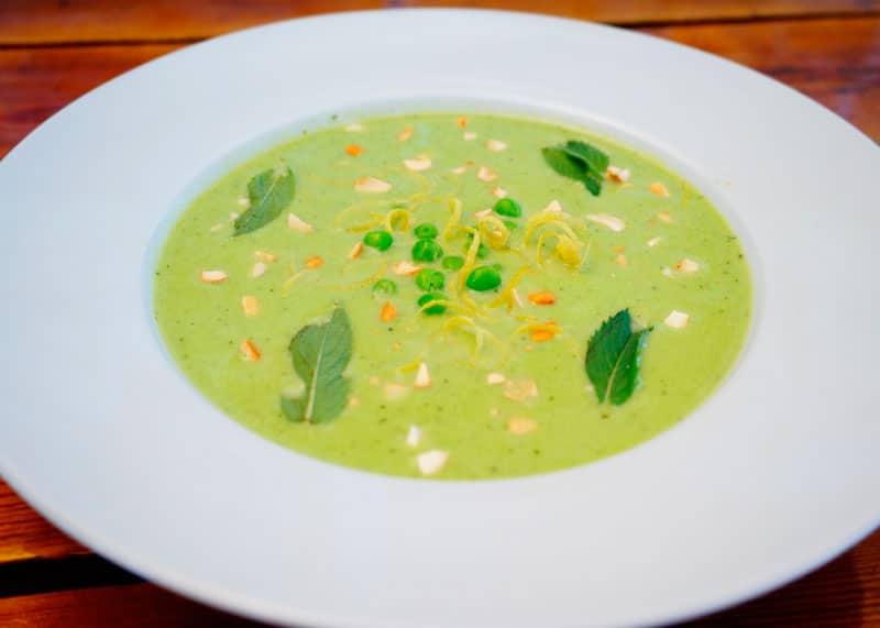 Холодный суп из зеленого горошка и огурцов рецепт фото
