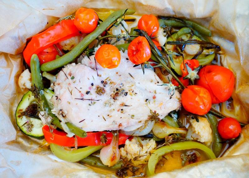 Курица с овощами в папильотке фото