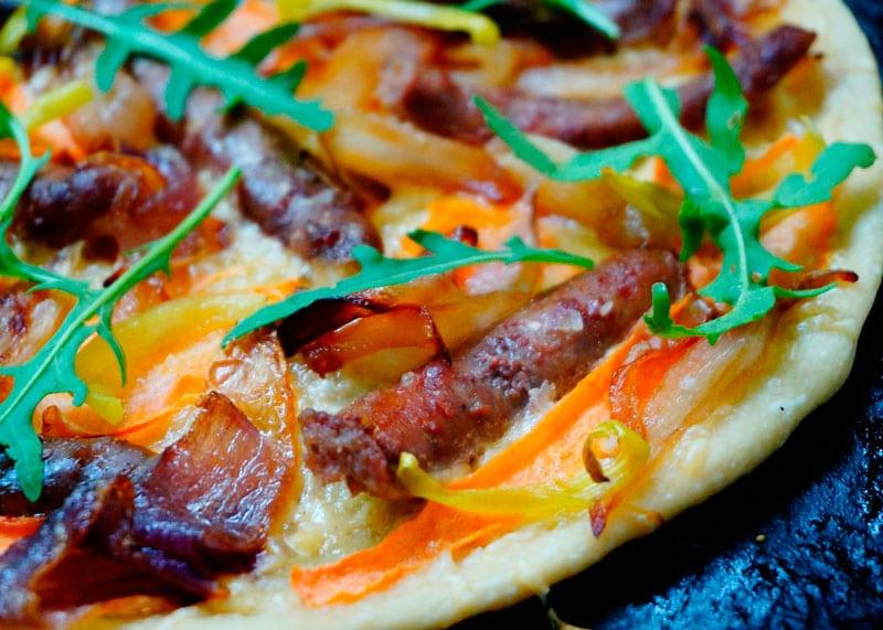 Пицца с итальянскими колбасками рецепт фото
