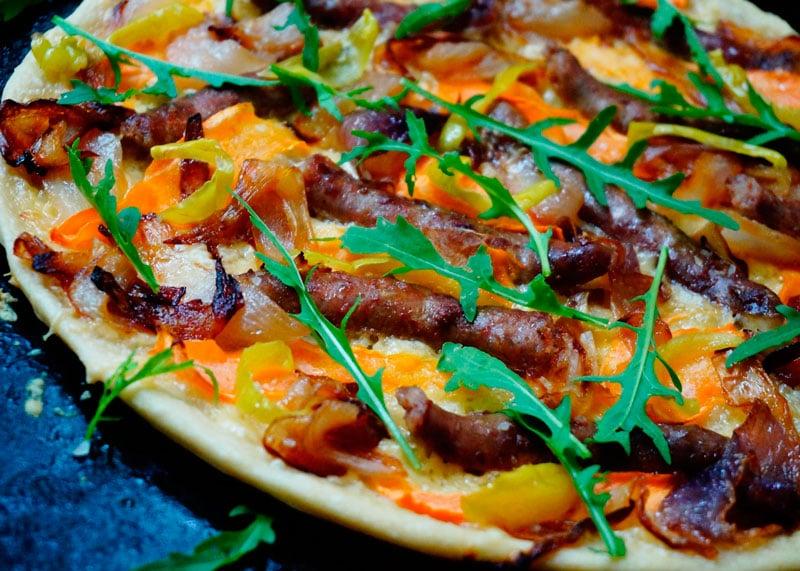 Пицца с итальянскими колбасками приготовление фото