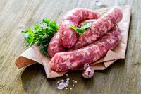 Сырые итальянские колбаски фото