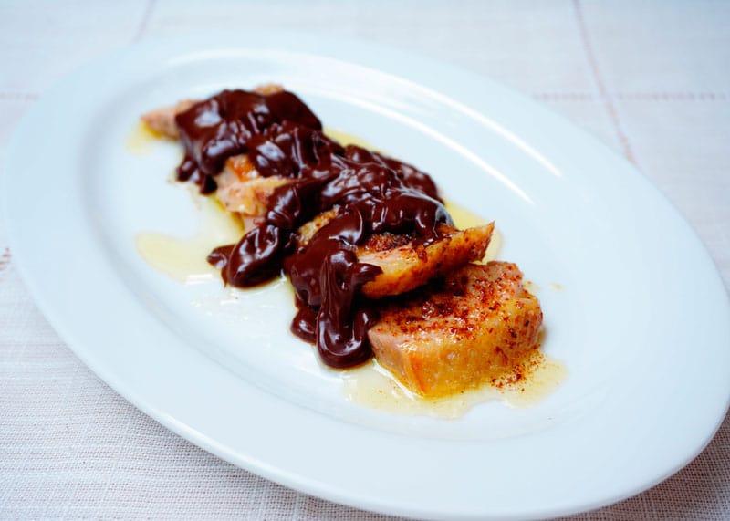 Утиная грудка под соусом из шоколада фото