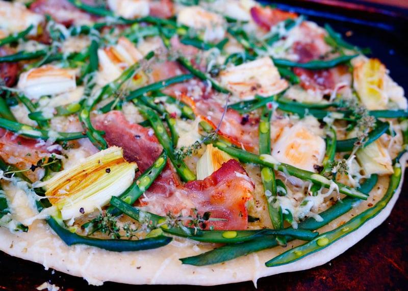 Деревенская пицца с зеленой фасолью приготовление фото