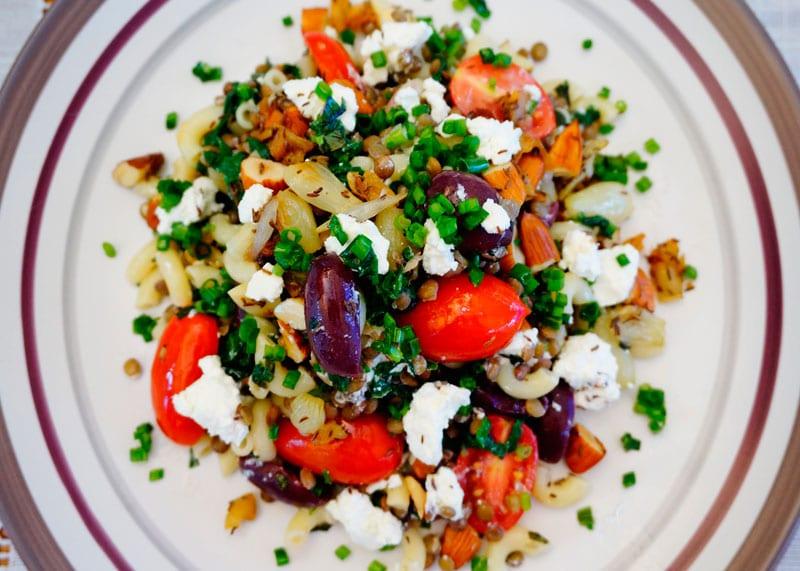 Салат из чечевицы и шпината приготовление фото