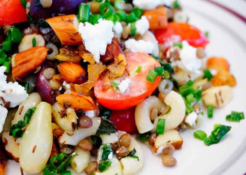 Салат из чечевицы и шпината фото