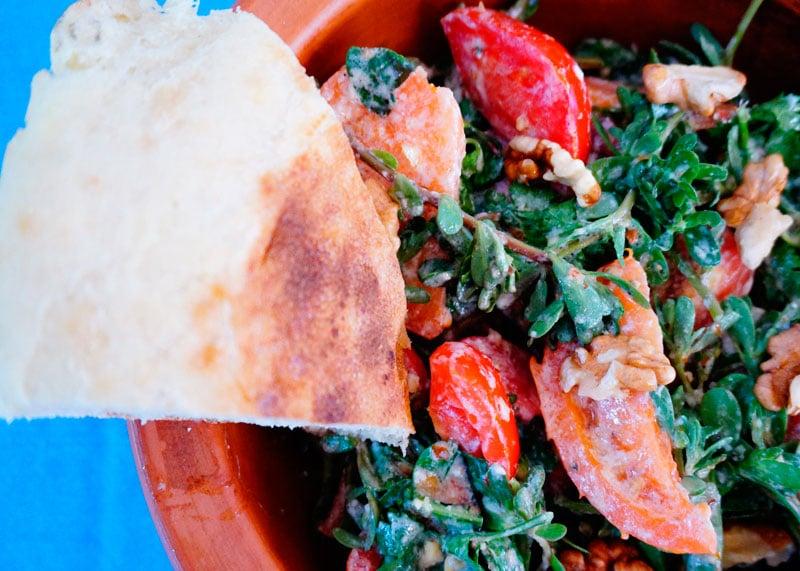 Салат из помидоров и портулака приготовление фото