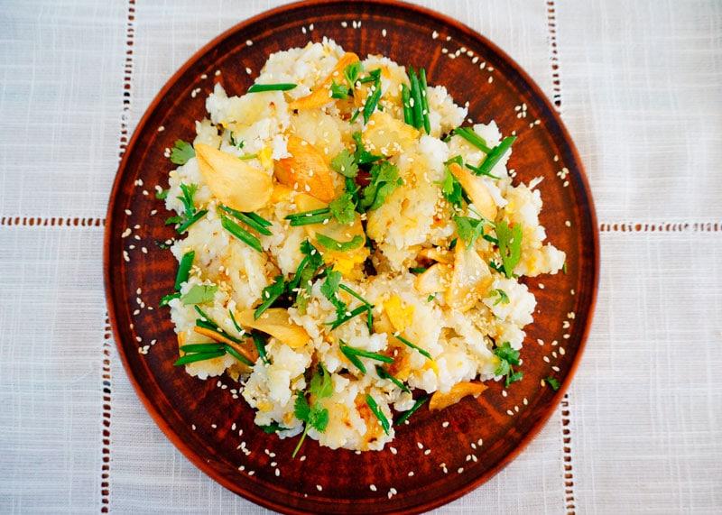 Жареный рис с имбирем и чесноком приготовление фото