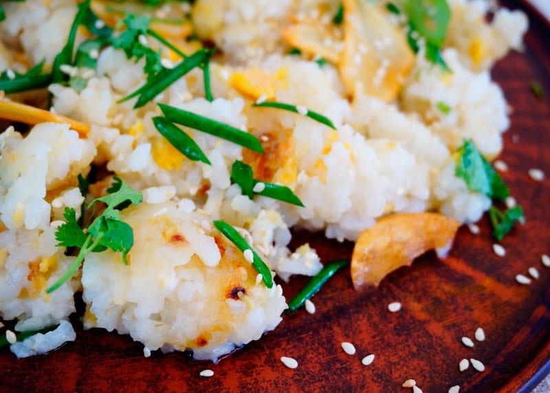 Жареный рис с имбирем и чесноком фото