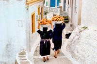Гречанки несут хлеб фото