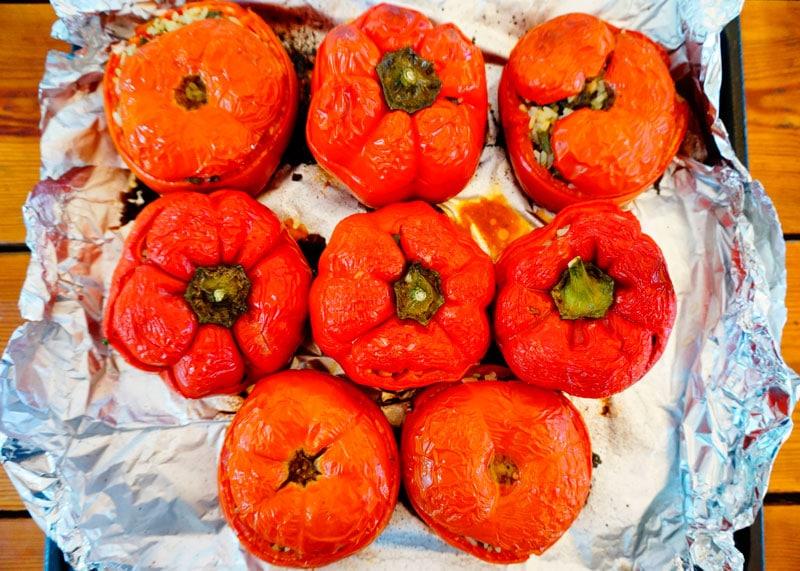 Сладкие перцы и помидоры, фаршированные рисом приготовление фото