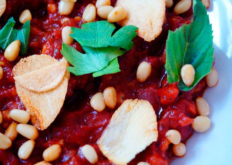 Жареные помидоры с кедровыми орешками рецепт фото