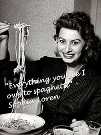Софи Лорен есть спагетти фото