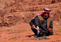 Иорданец готовит чай фото