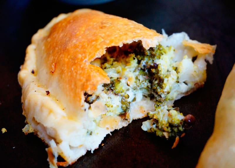 Кальцоне с начинкой из брокколи рецепт фото