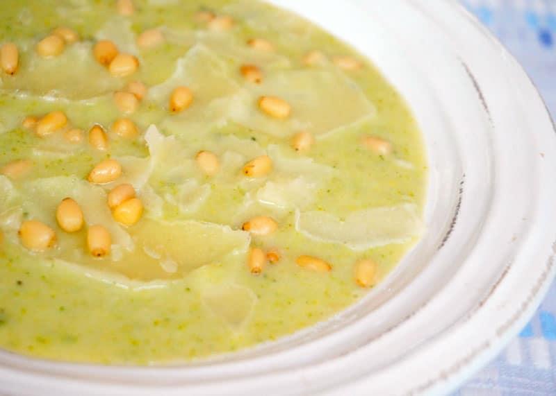 Суп из брокколи и белой фасоли фото