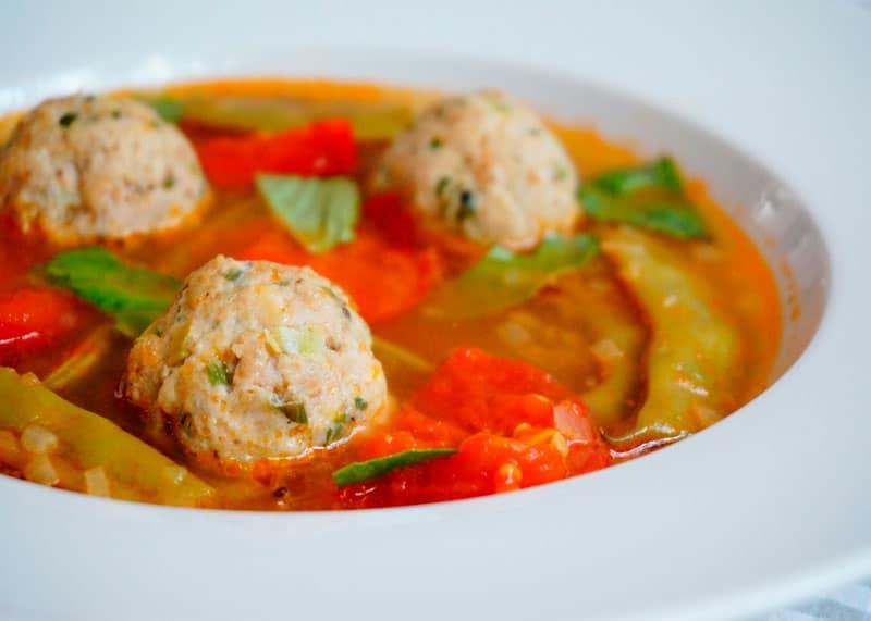 Рецепт Томатный суп с куриными полпетте фото