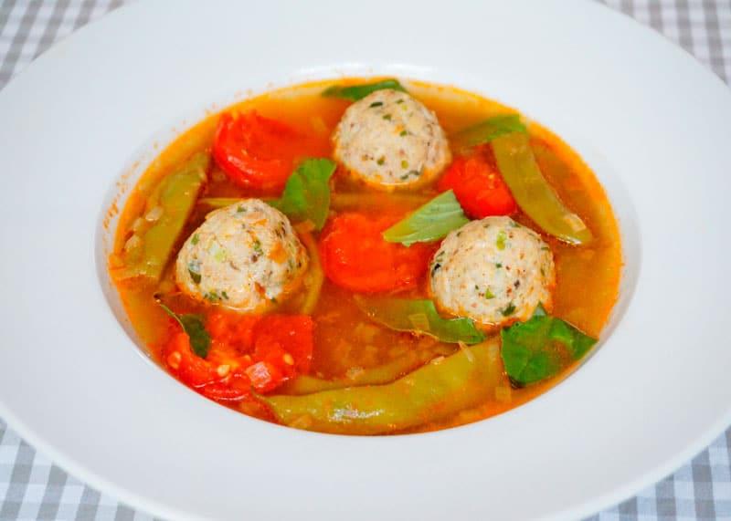 Томатный суп с куриными полпетте рецепт фото