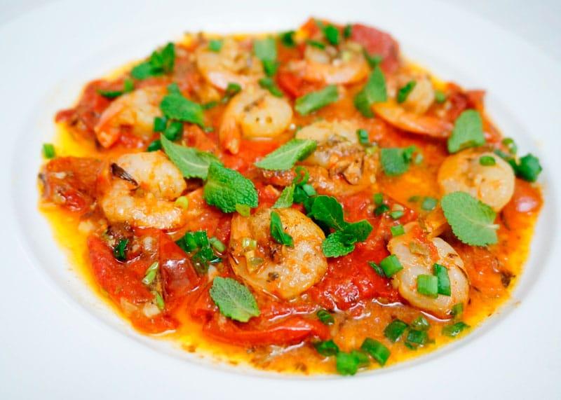 Острые креветки с помидорами рецепт фото