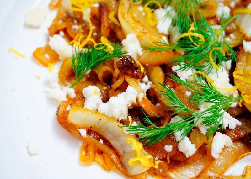 Салат из жареного фенхеля и козьего сыра приготовление фото