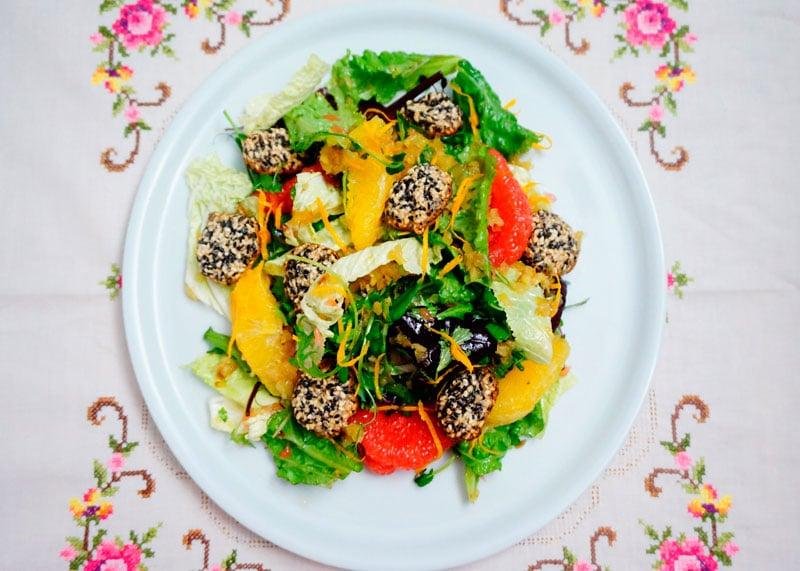 Зеленый салат с цитрусами фото
