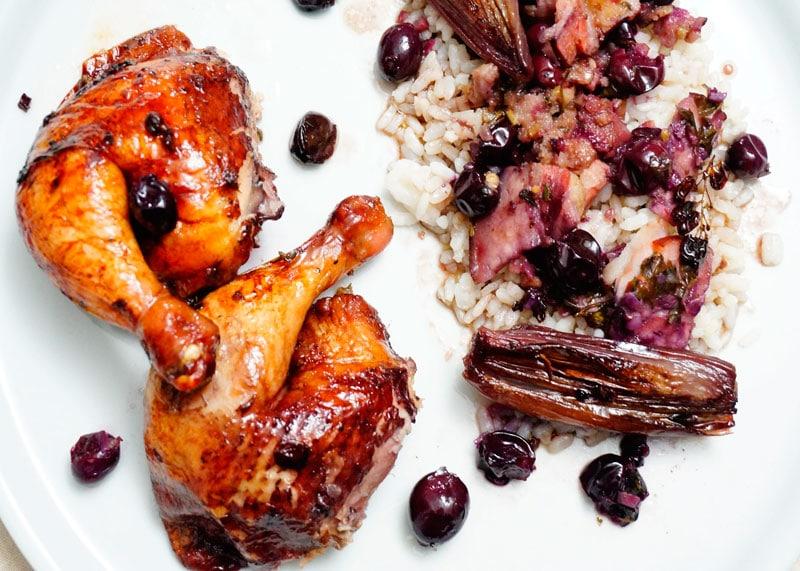 Цыпленок с начинкой из черного винограда рецепт фото