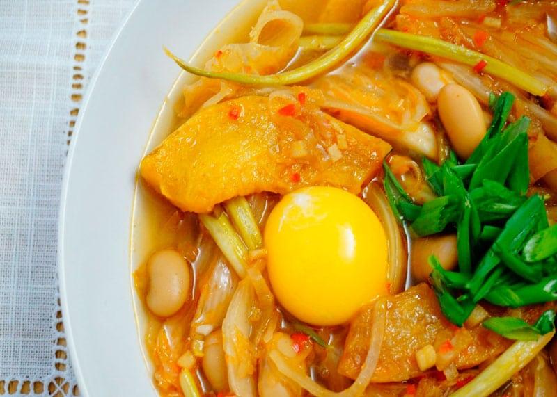 Фасолевый суп с капустой кимчи фото